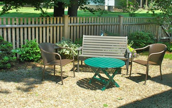 small yard landscape idea