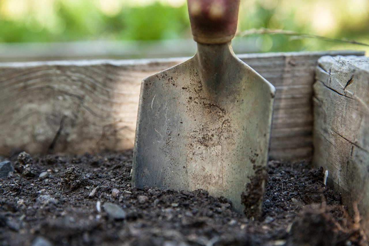 garden soil shovel gardening tools