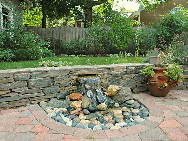 water-feature-on-hardscape