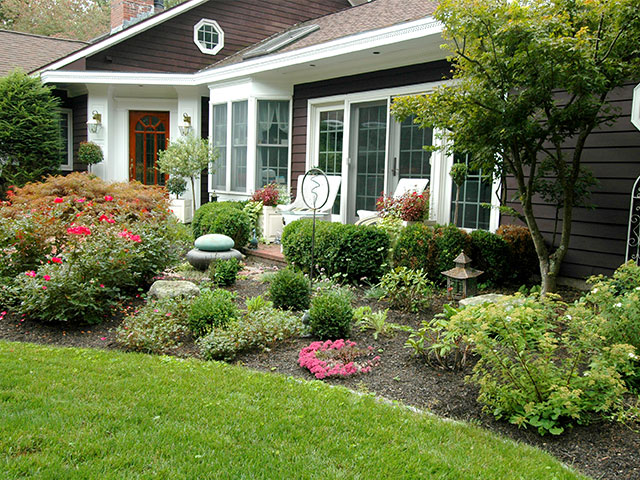 front-yard-with-garden