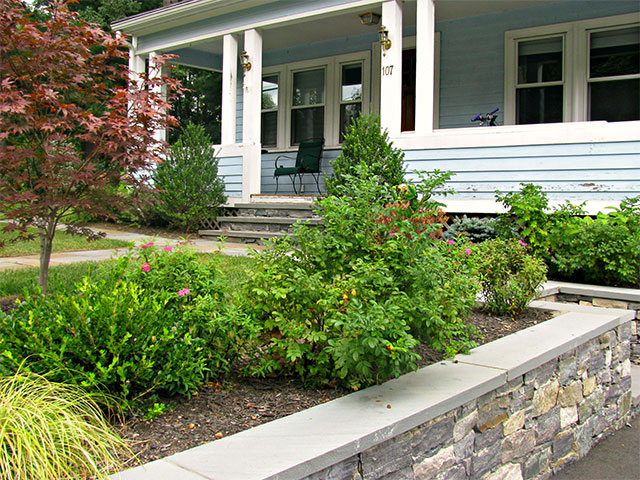 welcoming-front-yard