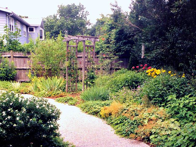 Hospice-garden-contemplation-area.jpg